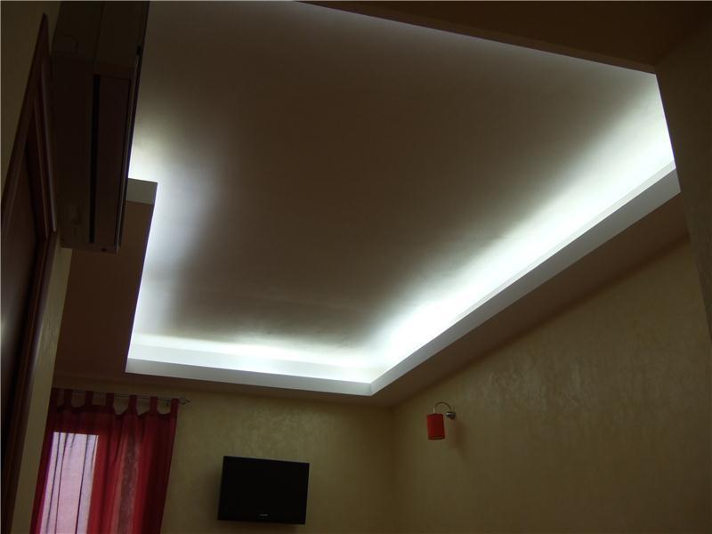 Soffitto in cartongesso con led idea creativa della casa for Interior design della casa di 750 m